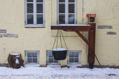 Reconstruction of a historic cauldron for cooking in Tallinns Old Town Street in winter. Estonia 版權商用圖片