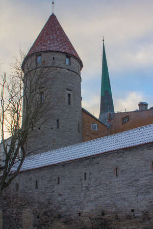 Historic tower defense tower in Old Town in winter. Estonia 新聞圖片