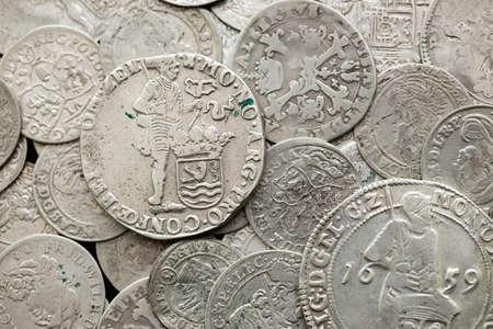 Monedas antiguas medievales de plata Foto de archivo - 94111048