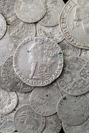 Monedas antiguas medievales de plata Foto de archivo - 94111051