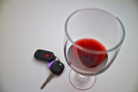 車のキーとワインのグラス 写真素材