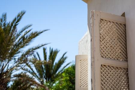 Fenêtre traditionnelle de la Tunisie - Djerba Banque d'images - 16731200