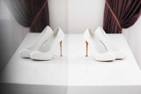 going in: Girl holding shoes. The bride going in the morning.