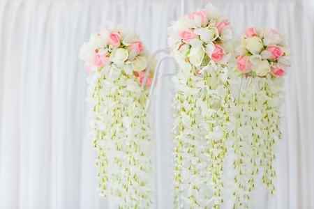 Kronleuchter Floral ~ Kronleuchter von blumen für hochzeitsdekoration lizenzfreie fotos