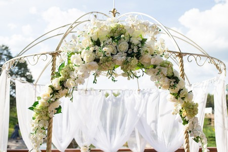 Beautiful white arch and decor for the wedding ceremony 스톡 콘텐츠