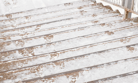 Closeup steps of the old stairs in the snow. Standard-Bild - 112547312
