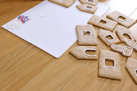 Details for gingerbread houses on the table. Cooking homemade gingerbread house 版權商用圖片