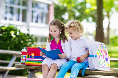 Children go back to school. Start of new school year after summer vacation. Boy and girl with backpack and books on first school day. Beginning of class. Education for kindergarten and preschool kids. Foto de archivo