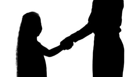 Silhouette Daughter and mother hand shake track matte Archivio Fotografico