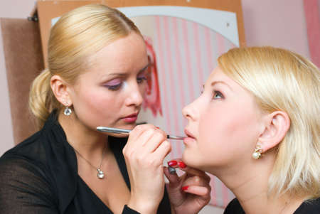 visagiste: Which girl of a lip paints the professional visagiste with pink lipstick