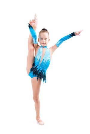 gimnasia:   ni�a equilibrio sobre una pierna sobre fondo blanco  Foto de archivo