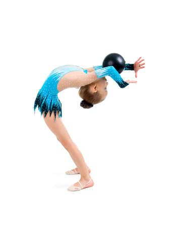 balle de gymnastique. jeune fille faisant gymnastique sur blanc  Banque d'images - 6133490