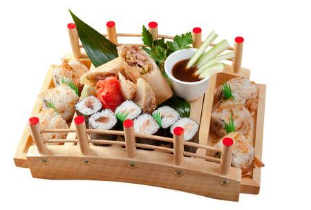 comida japonesa: Sushi surtido de comida japonesa. tradicional comida japonesa.Rollo de pescado ahumado Foto de archivo