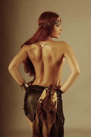 guerrero: Sexy mujer salvaje del Amazonas. Mujer joven guerrero