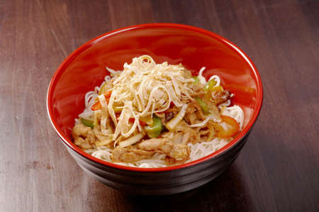 mian: Noodles with pork and vegetable