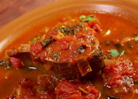 libysch: Hraime - Libyan vorbereiteten Fisch gebraten Meer�sche in Tomatensauce mit Gew�rzen