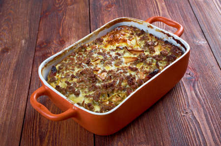 Bobotie also spelt bobotjie, is a South African dish consisting of spiced minced meat baked with an egg-based topping Banque d'images