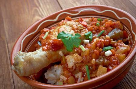 ケジャノー プーレ - コートジボワールのチキンと vegetables.traditional の料理とスパイシーなシチュー