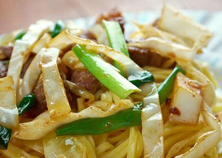 carnes y verduras: Shanghai fideos - fideos de estilo frito con carnes y vegetales mixtos