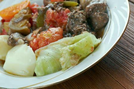 greek pot: Bosanski Lonac - Pot.meat bosniaco e varie verdure Archivio Fotografico