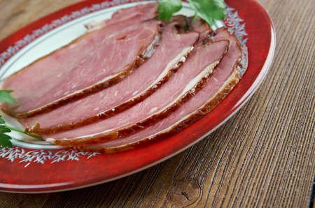 caballo bebe: Hangikj�t - carne colgado. comida tradicional festivo en Islandia, que se sirve en Navidad.