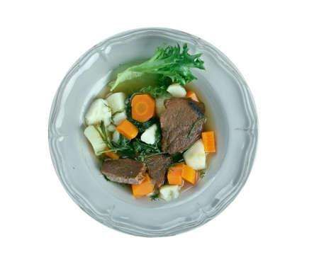 carnes y verduras: Guiso Perpetuo - varios ingredientes se puede utilizar en guiso perpetua, como las verduras de raíz - cebolla, zanahoria, patata, ajo, chirivía, nabo y varias carnes Foto de archivo