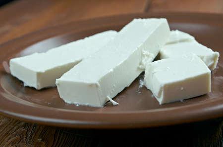 queso blanco: Queso Baladi - suave, blanco queso originario de Oriente Medio