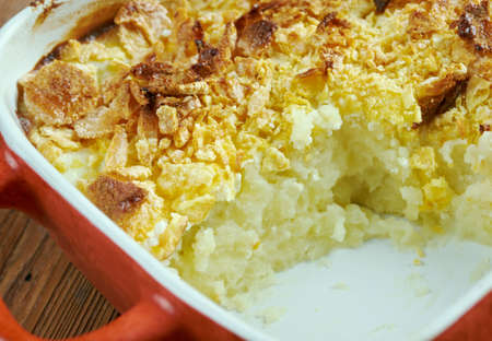 potato chips: Mormon Funeral Potatoes -  traditional potato hotdish, or casserole, un Intermountain West region of the United States. potatoes, cheese , onions, cream soup,  cream sauce, sour cream, and corn flakes or crushed potato chips Stock Photo