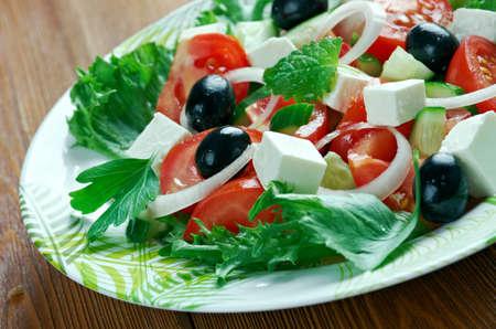 ensalada tomate: Akdeniz salatasi - Ensalada mediterránea.