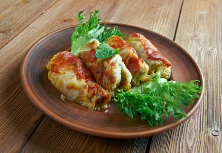 kelem dolmasi - Stuffed cabbage leaves