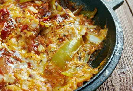 plato de pescado: Sarsiado - plato de pescado de Filipinas, que cuenta con tomates y huevos Foto de archivo