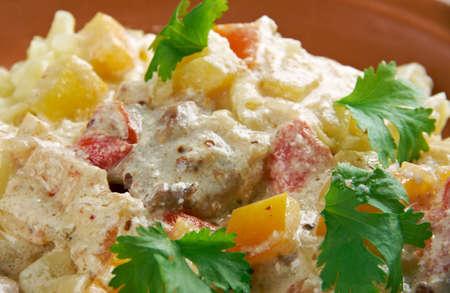 Carbonara di pollo. pasta fettuccina e cremoso pecorino romano Archivio Fotografico - 45833023