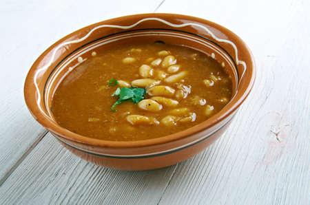 bob: Bob chorba - national Bulgarian dish.