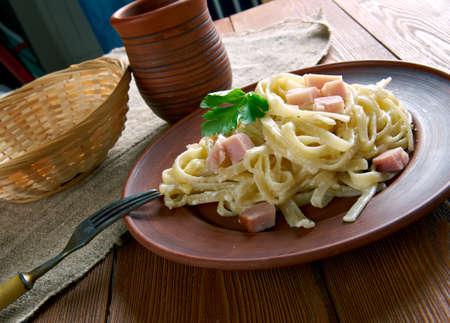 jamones: Fettuccine alla Papalina - pasta con jamón, queso parmesano, mantequilla Foto de archivo