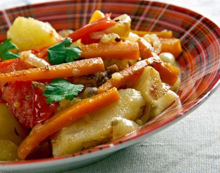 greek pot: Verdure albanesi .Turli Perimesh. Piatto balkan