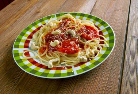 olio: Spaghetti alla corsara - Italian pasta with tomato sauce and cashew nuts Stock Photo