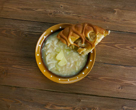 mit: Quetschekuche mit Grumbeersupp - German potato soup with pie