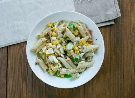 sardines: Salad with pasta, sardines and vegetables