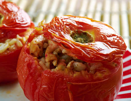 domates: Etli Domates Dolmas?  tomato  stuffed with meat and rice. Middle East cuisine