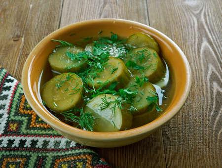 pickles: etikkakurkut - pepinillos finlandeses se cierran para arriba Foto de archivo
