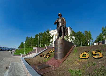 admiral: Arkhangelsk cyti,north Russia.Monument to Admiral Kuznetsov