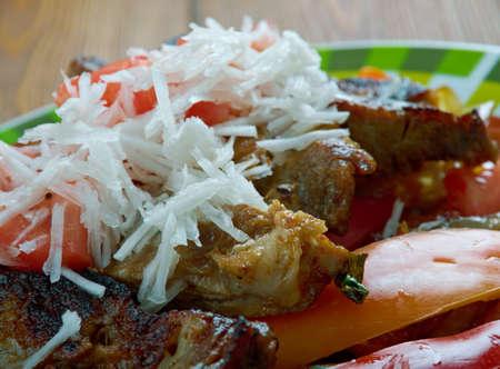 Puntas ?? filete plato regional mexicana se hace filete de ternera, y con el uso de chiles serranos verdes Foto de archivo - 64396818
