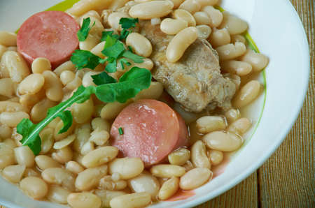 porc: Cassoulet pur porc Traditional French cuisine