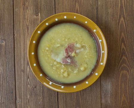 british cuisine: Pea soup fog - London Particular