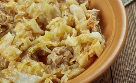 cu: Varza calita cu carne - Romanian dish, cabbage with pork