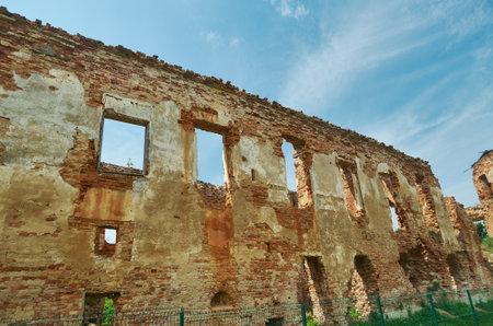 Castello di Holszany. residenza rovinata della famiglia di magnate Sapieha.Halshany, Hrodna Voblast, Bielorussia Archivio Fotografico - 83577146