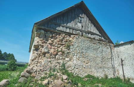 molino de agua: Old ruined mill on the river. belarus Foto de archivo