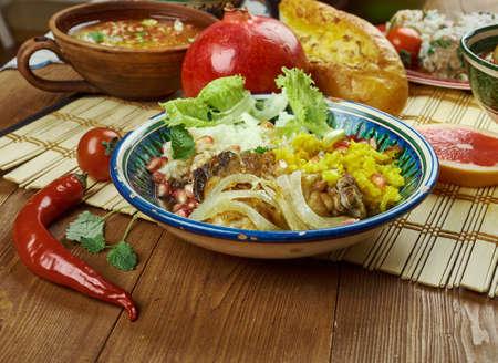 이란 요리 - Zereshk Polo Morgh, 페르시아 전통 요리 닭고기와 페르시아어 쌀. 스톡 콘텐츠