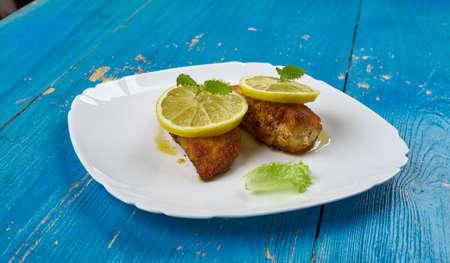 Lemon Chicken Romano - Petti di pollo senza pelle con salsa al burro e limone Archivio Fotografico - 92044170
