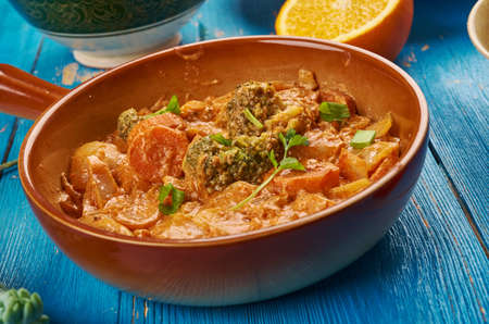 East African cuisine - Ethiopian Inspired Berbere Chicken Curry, Traditional assorted African  dishes, Top view. Фото со стока - 94660253